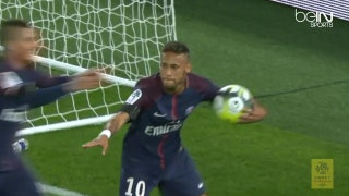 Neymar puts on a show for PSG fans in his home debut