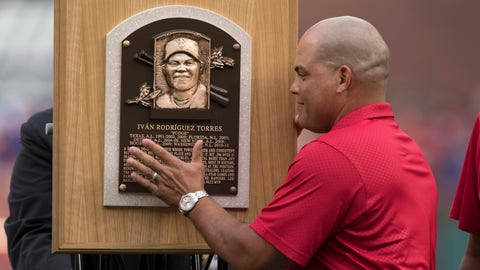 Texas Rangers Retire #7 of Pudge Rodriguez