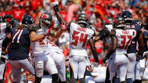 Mike Glennon continues implosion, throws pick-six