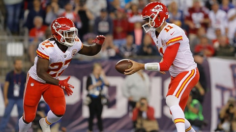 Sep 7, 2017; Foxborough, MA, USA; Kansas City Chiefs running back Kareem Hunt (27) reaches for a handoff from quarterback Alex Smith (11) during the forth quarter against the New England Patriots at Gillette Stadium. Mandatory Credit: David Butler II-USA TODAY Sports