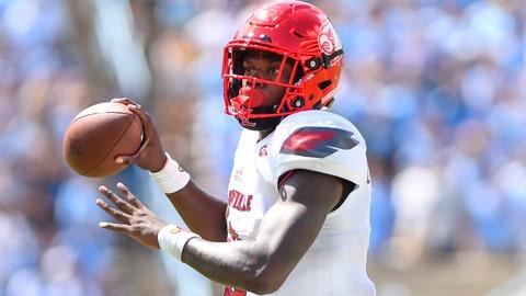 Sep 9, 2017; Chapel Hill, NC, USA; Louisville Cardinals quarterback Lamar Jackson (8) looks to pass in the fourth quarter at Kenan Memorial Stadium. Mandatory Credit: Bob Donnan-USA TODAY Sports
