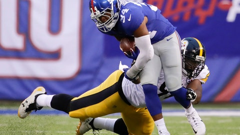 New York Giants running back Shane Vereen (34) breaks a tackle by Pittsburgh Steelers defensive end Stephon Tuitt (91) during the first quarter of an NFL football game, Friday, Aug. 11, 2017, in East Rutherford, N.J. (AP Photo/Julio Cortez)