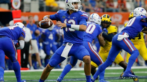 Florida quarterback Feleipe Franks (13) sets to throw a pass in the first half of an NCAA college football game against Michigan, Saturday, Sept. 2, 2017, in Arlington, Texas. (AP Photo/Tony Gutierrez)