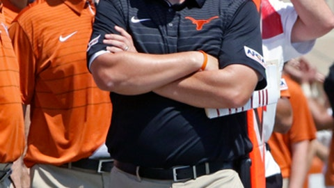 Texas fans throw objects on field during loss to Maryland
