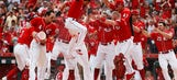 Hamilton hits solo HR in bottom of 9th, Reds top Brewers 5-4