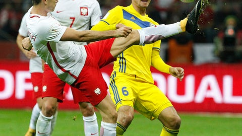 Poland's Robert Lewandowski , left, challenges Kazakhstan Yeldos Akhmetov during the World Cup Group E qualifying soccer match between Poland and Kazakhstan at National stadium in Warsaw, Poland, Monday, Sept. 4, 2017.(AP Photo/Czarek Sokolowski)