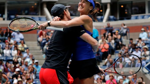 Martina Hingis, of Switzerland, right, celebrates with Jamie Murray, of Great Britain, after winning the mixed doubles final of the U.S. Open tennis tournament against Chan Has-Ching, of Taiwan, and Michael Venus, of New Zealand, Saturday, Sept. 9, 2017, in New York. (AP Photo/Julie Jacobson)