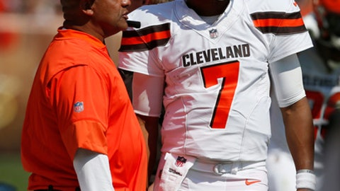 Cleveland Browns head coach Hue Jackson, left, talks with quarterback DeShone Kizer (7) during the first half of an NFL football game against the Pittsburgh Steelers, Sunday, Sept. 10, 2017, in Cleveland. (AP Photo/Ron Schwane)