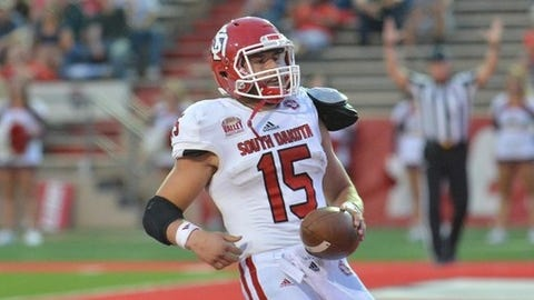 (SD)-Streveler's 3 TDs Lead South Dakota Past North Dakota