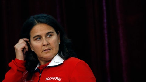 """FILE - A Thursday, April 6, 2017 file photo of Spain team captain Conchita Martinez at a press conference after the draw for the tennis Davis Cup quarterfinal match in Belgrade, Serbia. The Spanish tennis federation says Conchita Martinez will not remain as the country's captain for the Fed Cup and Davis Cup teams. The federation said Thursday that its board of directors unanimously decided to """"make a change in the leadership of its professional teams to face new challenges in 2018."""" (AP Photo/Darko Vojinovic, File)"""