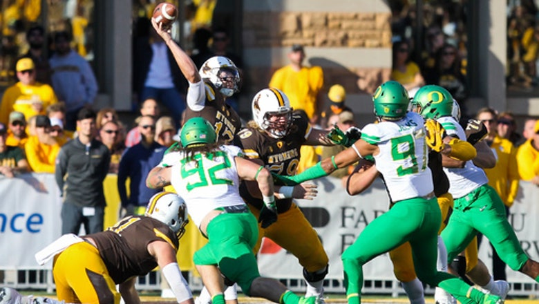 Freeman and Oregon rush past Wyoming as Allen struggles