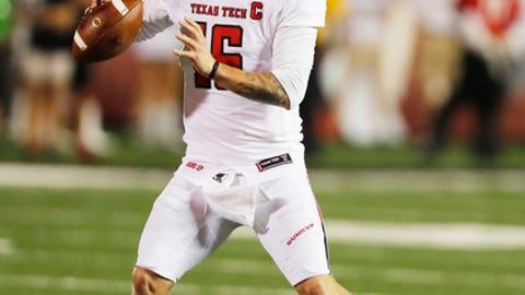 Texas Tech quarterback Nic Shimonek looks for an open receiver in the first half of an NCAA college football game against Arizona State, Saturday, Sept. 16, 2017, in Lubbock, Texas. (Mark Rogers/Lubbock Avalanche-Journal via AP)