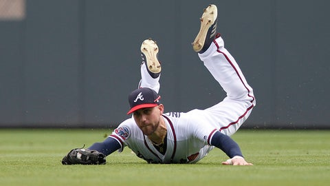 Atlanta Braves centerfielder Ender Inciarte makes a diving catch on a ball hit by New York Mets' Kevin Plawecki in the fifth inning of a baseball game in Atlanta, Sunday, Sept. 17, 2017. (AP Photo/Tami Chappell)