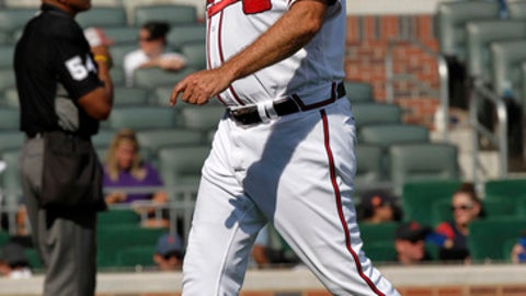 Atlanta Braves manager Brian Snitker leaves the mound after making a pitching change in the ninth inning of a baseball game against the New York Mets in Atlanta, Sunday, Sept. 17, 2017. (AP Photo/Tami Chappell)