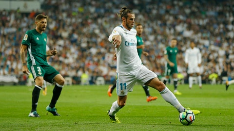 Real Madrid's Gareth Bale, right, controls the ball next to Betis' Javi Garcia during the Spanish La Liga soccer match between Real Madrid and Real Betis at the Santiago Bernabeu stadium in Madrid, Wednesday, Sept. 20, 2017. (AP Photo/Francisco Seco)