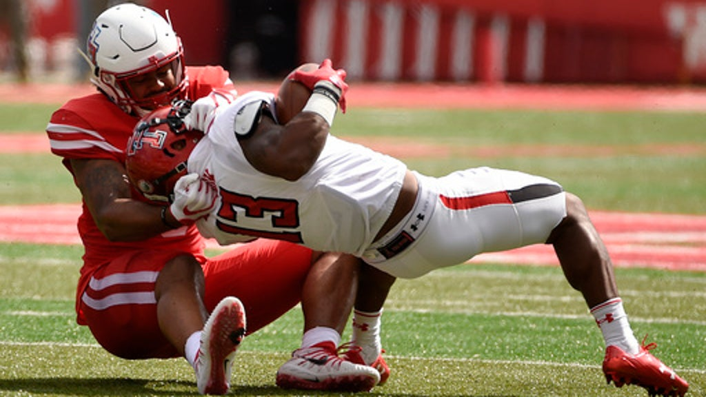 Texas Tech snaps Houston's 16-game home winning streak (Sep
