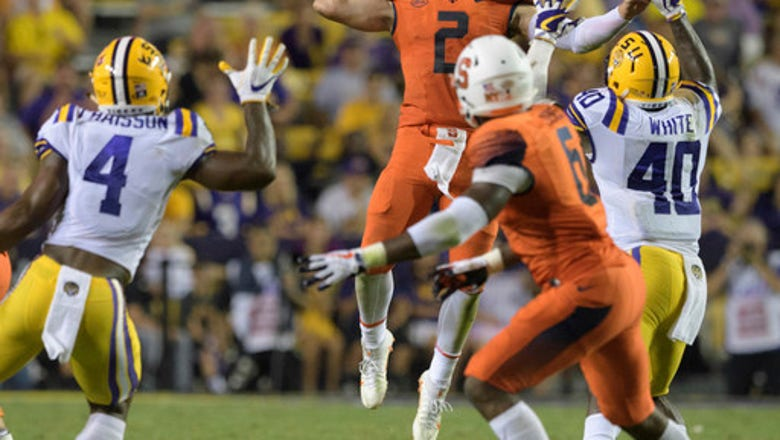 No. 25 LSU holds on for 35-26 win over Syracuse