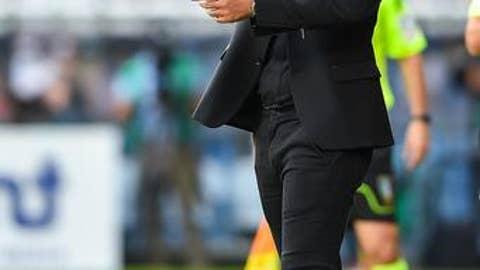AC Milan coach Vincenzo Montella calls out to his players during the Italian Serie A soccer match between Sampdoria and AC Milan, at theLuigi Ferraris stadium in Genoa, northern Italy, Sunday, Sept. 24, 2017. (Simone Arveda/ANSA via AP)