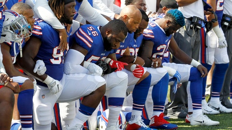 LeSean McCoy Stretches, Other Bills Kneel During National Anthem