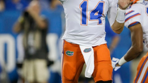 File-This Sept. 23, 2017, file photo shows Florida quarterback Luke Del Rio throwing a pass during the second half of an NCAA college football game against Kentucky in Lexington, Ky. No. 21 Florida is giving  Del Rio another chance to start, making the switch from Feleipe Franks after the redshirt freshman was benched in two of three games this season. Coach Jim McElwain made the announcement Monday, Sept. 25, 2017, choosing to go with Del Rio when the Gators (2-1, 2-0 Southeastern Conference) host Vanderbilt (3-1, 0-1) on Saturday. (AP Photo/David Stephenson, File)