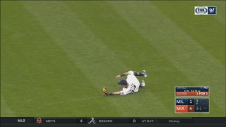 WATCH: Brewers' Perez makes diving catch in right field