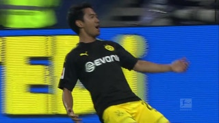 Dortmund's Shinji Kagawa knocks one in for a 1-0 lead over Hamburg