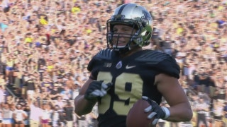 Purdue evens the score with a 10-yd touchdown pass