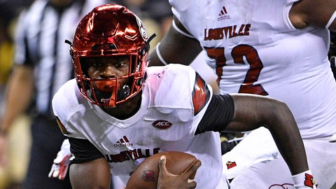 Sep 2, 2017; Indianapolis, IN, USA; Louisville Cardinals quarterback Lamar Jackson (8) runs the ball against the Purdue Boilermakers during the second quarter at Lucas Oil Stadium. Mandatory Credit: Jamie Rhodes-USA TODAY Sports