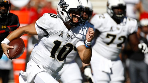 Central Florida quarterback McKenzie Milton, center, rushes the ball in the first half of an NCAA college football game against Maryland in College Park, Md., Saturday, Sept. 23, 2017. (AP Photo/Patrick Semansky)