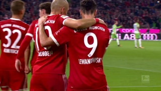 Robert Lewandowski converts penalty to give Bayern lead over Wolfsburg