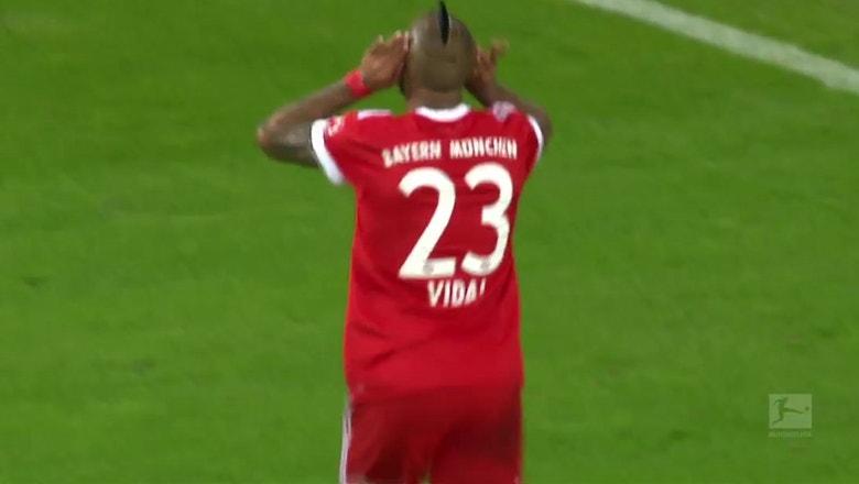 Arturo Vidal goal makes it 3-0 for Bayern vs. Schalke | 2017-18 Bundesliga Highlights
