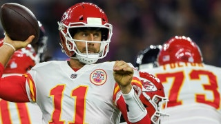Aaron Rodgers or Alex Smith - Who is playing better right now?