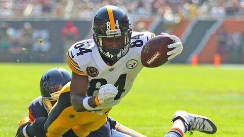 Sep 24, 2017; Chicago, IL, USA; Pittsburgh Steelers wide receiver Antonio Brown (84) runs for a touchdown with Chicago Bears defensive back Prince Amukamara (20) defending during the first half at Soldier Field. Mandatory Credit: Dennis Wierzbicki-USA TODAY Sports