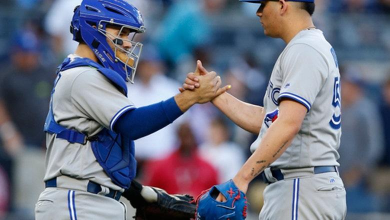 Bautista, Blue Jays edge playoff-bound Yankees 2-1 in finale