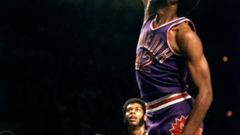 MILWAUKEE - 1972:  Connie Hawkins #42 of the Phoenix Suns dunks against the Milwaukee Bucks during the 1972 season at the MECCA Arena in Milwaukee, Wisconsin. NOTE TO USER: User expressly acknowledges that, by downloading and or using this photograph, User is consenting to the terms and conditions of the Getty Images License agreement. Mandatory Copyright Notice: Copyright 1972 NBAE (Photo by Vernon Biever/NBAE via Getty Images)