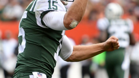 New York Jets quarterback Josh McCown celebrates his 24-yard touchdown pass to wide receiver Jermaine Kearse during the second half of an NFL football game against the Cleveland Browns, Sunday, Oct. 8, 2017, in Cleveland. (AP Photo/David Richard)