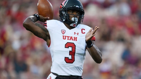 Utah quarterback Troy Williams passes the ball during the first half of an NCAA college football game against Southern California in Los Angeles, Saturday, Oct. 14, 2017. (AP Photo/Kelvin Kuo)