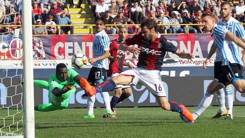 Bologna's Andrea Poli scores during the Serie A soccer match between Bologna and Spal, at the Renato Dall'Ara Stadium in Bologna, Italy, Sunday, Oct. 15, 2017.  (Giorgio Benvenuti/ANSA via AP)