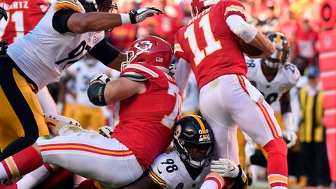 Pittsburgh Steelers linebacker Vince Williams (98) sacks Kansas City Chiefs quarterback Alex Smith (11) during the first half of an NFL football game in Kansas City, Mo., Sunday, Oct. 15, 2017. (AP Photo/Ed Zurga)