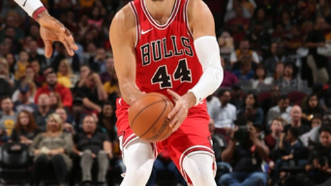 CLEVELAND, OH - OCTOBER 10: Nikola Mirotic #44 of the Chicago Bulls handles the ball against the Cleveland Cavaliers during a preseason game on October 10, 2017 at Quicken Loans Arena in Cleveland, Ohio. NOTE TO USER: User expressly acknowledges and agrees that, by downloading and/or using this Photograph, user is consenting to the terms and conditions of the Getty Images License Agreement. Mandatory Copyright Notice: Copyright 2017 NBAE (Photo by Gary Dineen/NBAE via Getty Images)