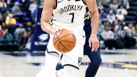 INDIANAPOLIS, IN - OCTOBER 18:  Jeremy Lin #7 of the Brooklyn Nets dribbles the ball against the Indiana Pacers at Bankers Life Fieldhouse on October 18, 2017 in Indianapolis, Indiana.  NOTE TO USER: User expressly acknowledges and agrees that, by downloading and or using this photograph, User is consenting to the terms and conditions of the Getty Images License Agreement.  (Photo by Andy Lyons/Getty Images)