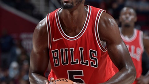 CLEVELAND, OH - OCTOBER 10:  Bobby Portis #5 of the Chicago Bulls shoots a free throw against the Cleveland Cavaliers on October 10, 2017 at Quicken Loans Arena in Cleveland, Ohio. NOTE TO USER: User expressly acknowledges and agrees that, by downloading and/or using this Photograph, user is consenting to the terms and conditions of the Getty Images License Agreement. Mandatory Copyright Notice: Copyright 2017 NBAE (Photo by David Liam Kyle/NBAE via Getty Images)