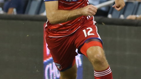 KANSAS CITY, KS - AUGUST 19: FC Dallas midfielder Ryan Hollingshead (12) in the second half of an MLS match between FC Dallas and Sporting Kansas City on August 19th, 2017 at Children's Mercy Park in Kansas City, KS.  Sporting KC won 2-0. (Photo by Scott Winters/Icon Sportswire via Getty Images)