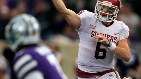 Oklahoma quarterback Baker Mayfield (6) passes to a teammate during the second half of an NCAA college football game against Kansas State in Manhattan, Kan., Saturday, Oct. 21, 2017. Oklahoma defeated Kansas State 42-35. (AP Photo/Orlin Wagner)