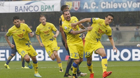 Chievo Verona's Roberto Inglese, right, celebrates after scoring during a Serie A soccer match between Chievo Verona and Hellas Verona, at the Bentegodi stadium in Verona, Italy, Sunday, Oct. 22, 2017. (Filippo Venezia/ANSA via AP)