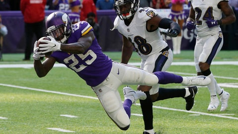 Minnesota Vikings running back Latavius Murray (25) dives to the end zone ahead of Baltimore Ravens outside linebacker Patrick Onwuasor (48) during a 29-yard touchdown run in the second half of an NFL football game, Sunday, Oct. 22, 2017, in Minneapolis. (AP Photo/Jim Mone)