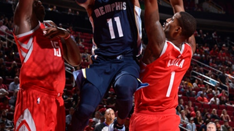 HOUSTON, TX - OCTOBER 23:  Mike Conley #11 of the Memphis Grizzlies goes to the basket against the Houston Rockets on October 23, 2017 at the Toyota Center in Houston, Texas. NOTE TO USER: User expressly acknowledges and agrees that, by downloading and or using this photograph, User is consenting to the terms and conditions of the Getty Images License Agreement. Mandatory Copyright Notice: Copyright 2017 NBAE (Photo by Bill Baptist/NBAE via Getty Images)