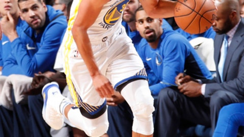 DALLAS, TX - OCTOBER 23:  Stephen Curry #30 of the Golden State Warriors handles the ball against the Dallas Mavericks on October 23, 2017 at the American Airlines Center in Dallas, Texas. NOTE TO USER: User expressly acknowledges and agrees that, by downloading and or using this photograph, User is consenting to the terms and conditions of the Getty Images License Agreement. Mandatory Copyright Notice: Copyright 2017 NBAE (Photo by Danny Bollinger/NBAE via Getty Images)