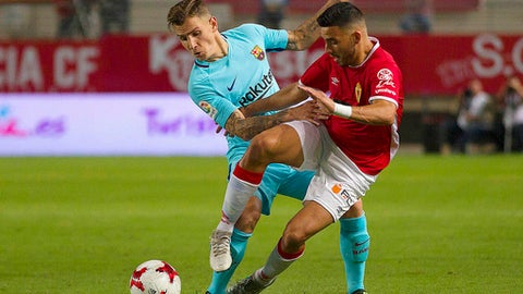Barcelona's Lucas Digne, left, vies for the ball with Murcia's Nadjib Montes during the Copa del Rey round of 16 first leg soccer match between Murcia and Barcelona at the Nueva Condomina stadium in Murcia, Tuesday, Oct. 24, 2017. (AP Photo/Ferran Viros)