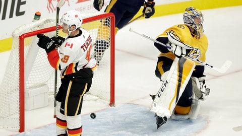 Alexander Steen leads Blues past Flames
